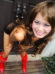 Thai free lancer flashes pussy while posing outdoors