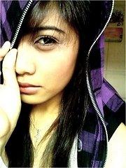 Stylish Filipina girlfriend loves her I-Phone very much