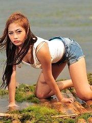 Hot Filipina girlfriend seems to be an aspiring model