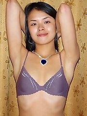 Amateur Thai girl ready to suck boyfriends cock