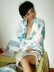China girl trying her hand on nude modeling